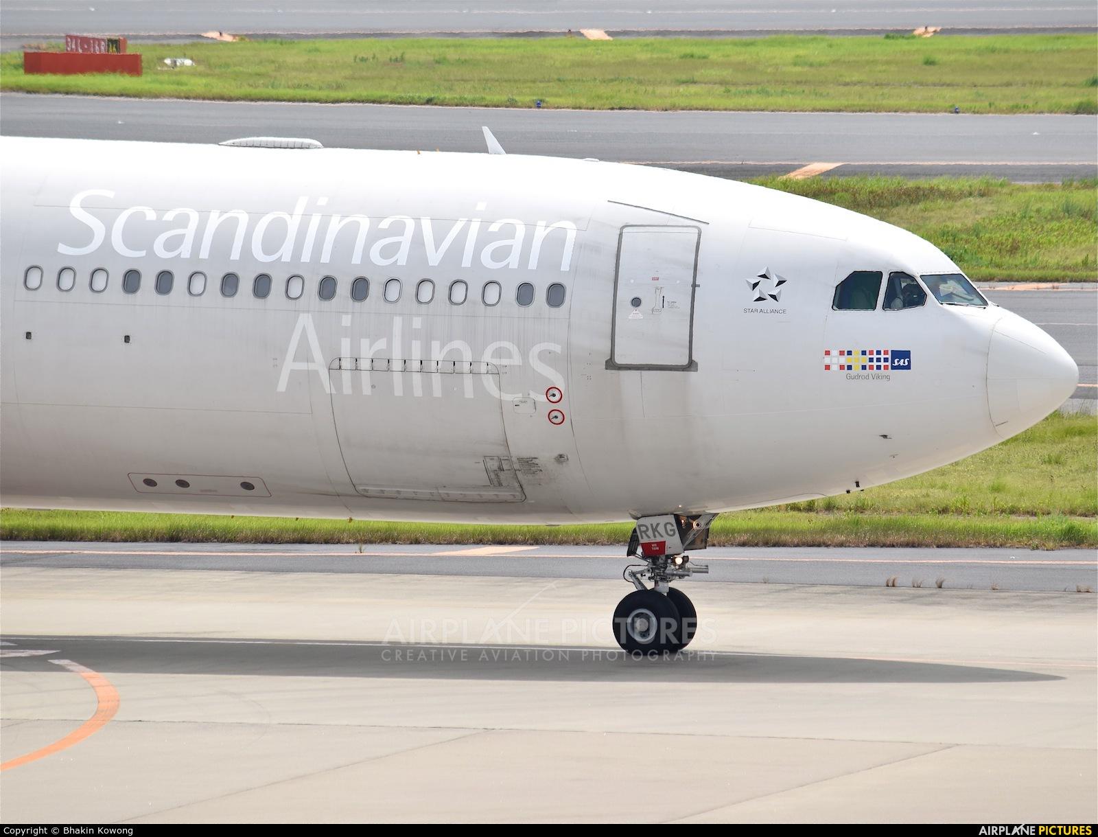 SAS - Scandinavian Airlines LN-RKG aircraft at Tokyo - Narita Intl