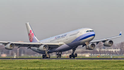 B-18802 - China Airlines Airbus A340-300