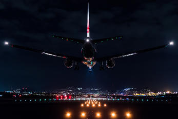 - - JAL - Japan Airlines Boeing 777-300ER