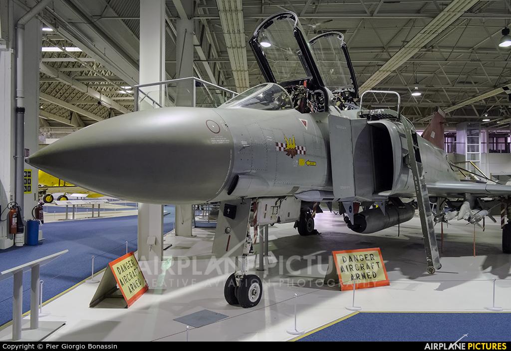 Royal Air Force XV424 aircraft at Hendon - RAF Museum