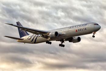 N844MH - Delta Air Lines Boeing 767-400ER