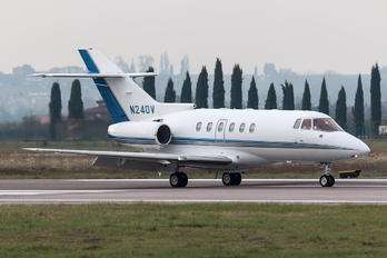 N240V - Private Raytheon Hawker 800XP