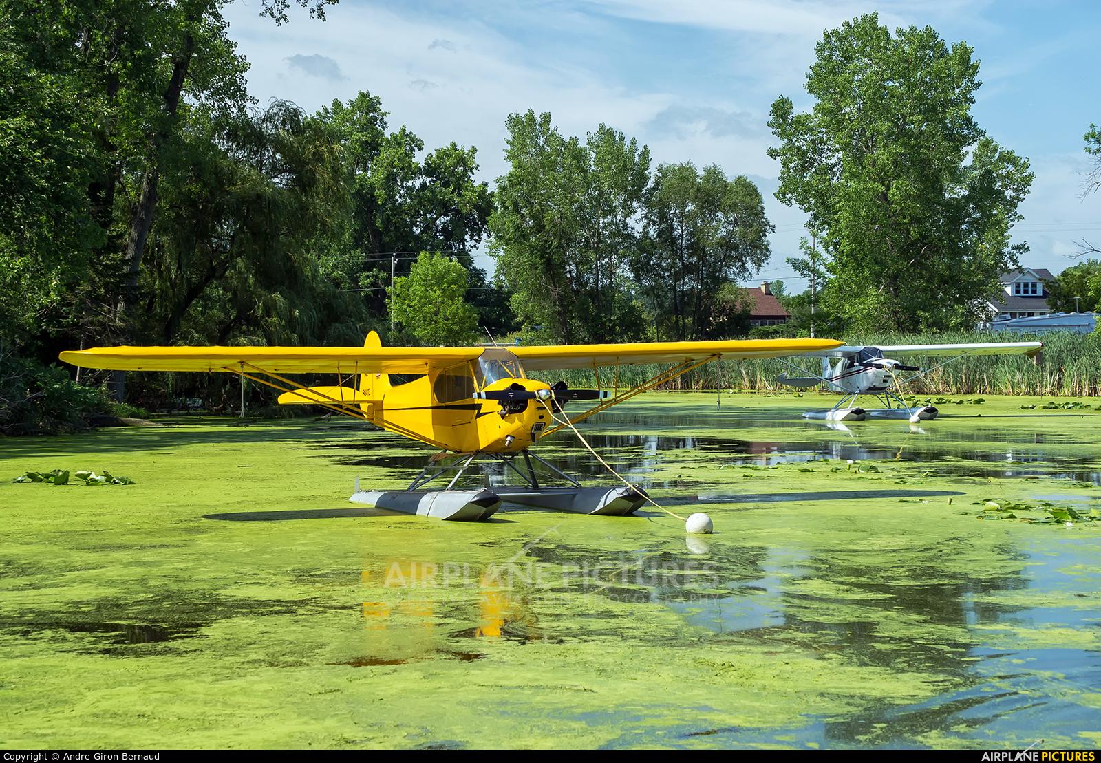 Private N98413 aircraft at Lake Winnebago