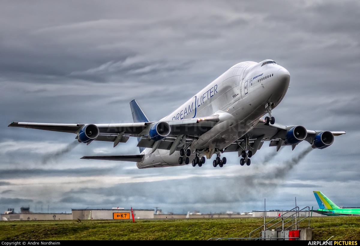 Boeing 747 Dreamlifter  YouTube