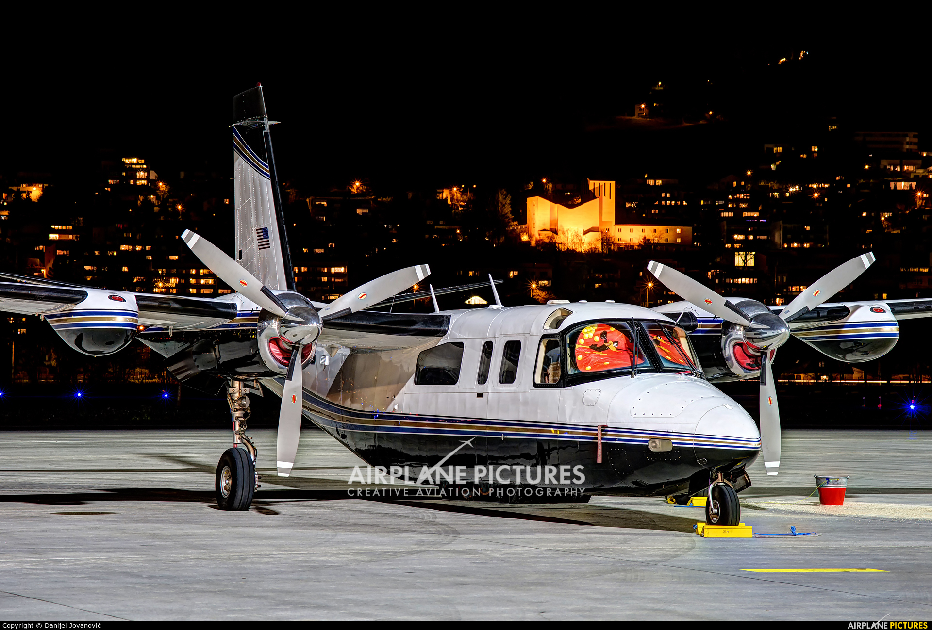 Private N449LC aircraft at Innsbruck