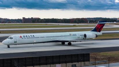 N956DN - Delta Air Lines McDonnell Douglas MD-90