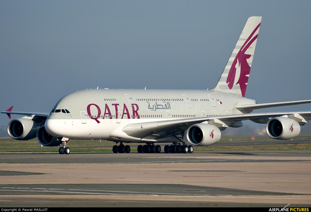 a7apb qatar airways airbus a380 at paris charles de