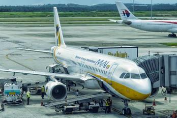 XY-AGO - Myanmar Airways International Airbus A320