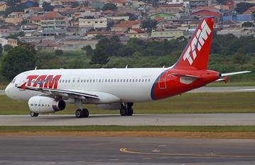 PT-MZI - TAM Airbus A320