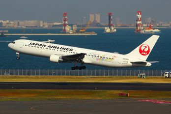 JA8364 - JAL - Japan Airlines Boeing 767-300