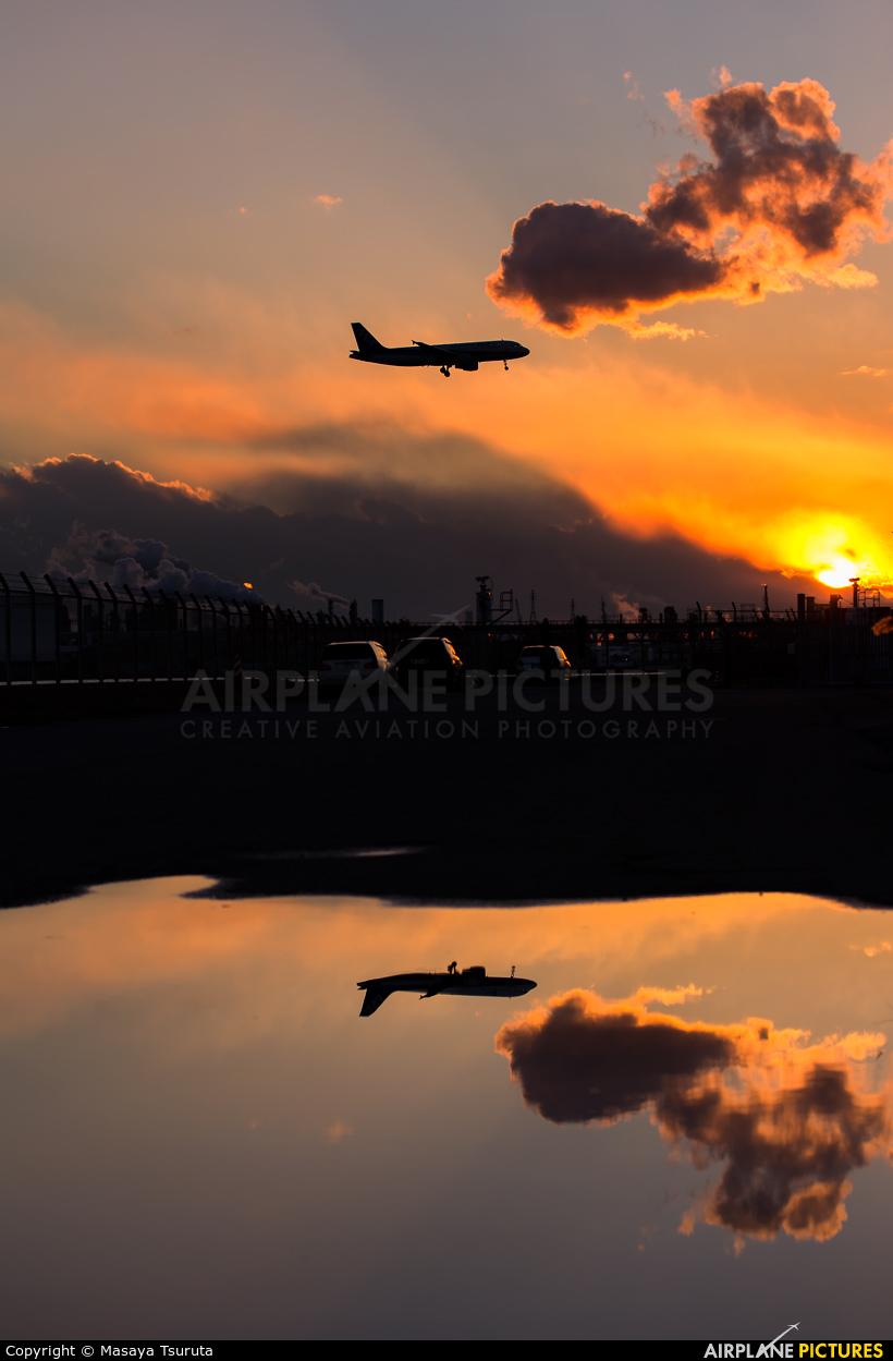 Starflyer - aircraft at Tokyo - Haneda Intl