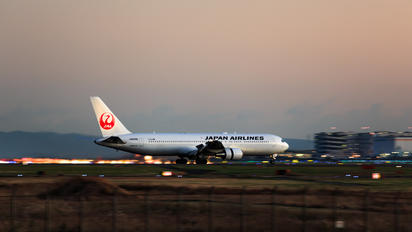JA8988 - JAL - Japan Airlines Boeing 767-300