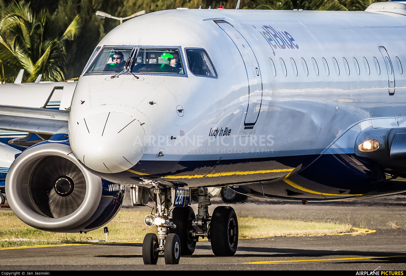 JetBlue Airways N281JB aircraft at Sint Maarten - Princess Juliana Intl