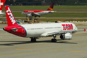 PT-MXE - TAM Airbus A321