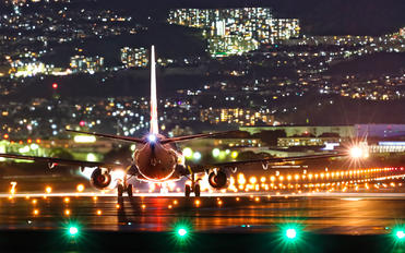 - - JAL - Japan Airlines Boeing 737-800