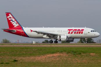 PR-MYW - TAM Airbus A320