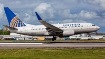 N15710 - United Airlines Boeing 737-700 aircraft