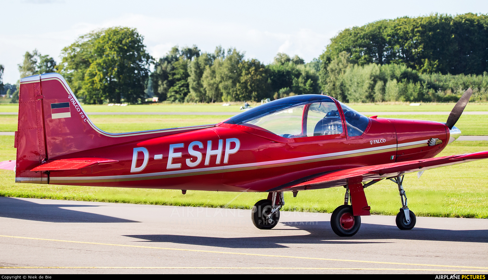 Private D-ESHP aircraft at Deventer - Teuge