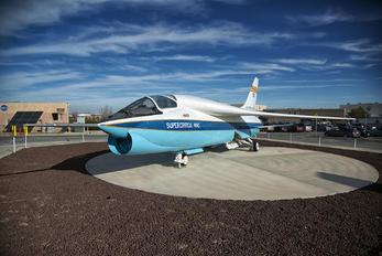 810 - NASA Vought F-8C Crusader