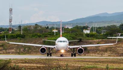N726AV - Avianca Airbus A319