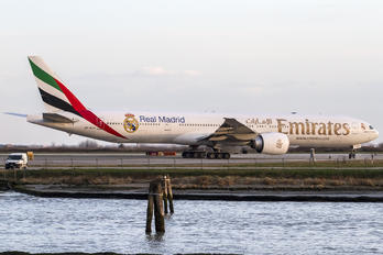 A6-ECG - Emirates Airlines Boeing 777-300ER