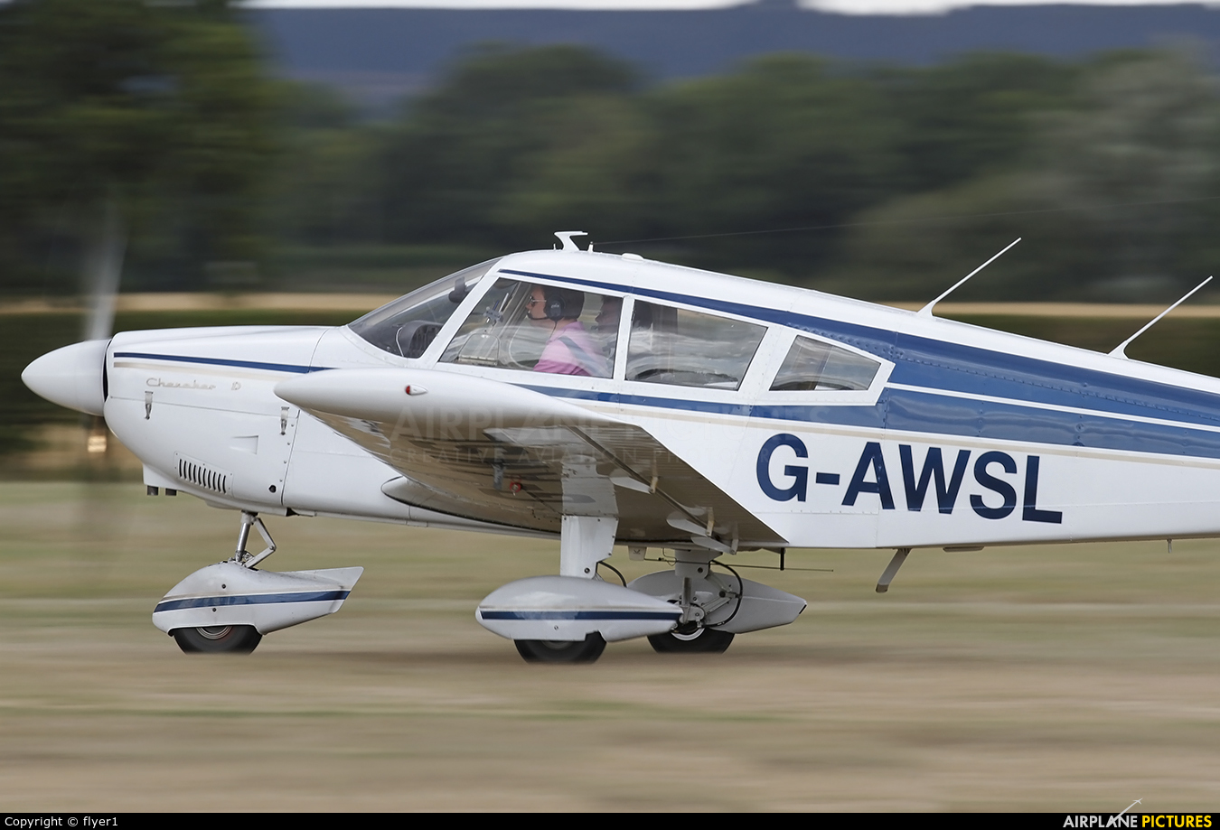 Private G-AWSL aircraft at Lashenden / Headcorn