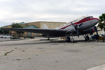 N47TF - Private Douglas DC-3