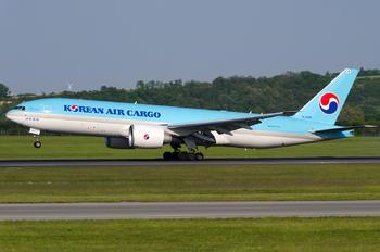 HL8285 - Korean Air Cargo Boeing 777F