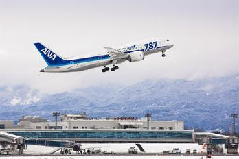 JA818A - ANA - All Nippon Airways Boeing 787-8 Dreamliner