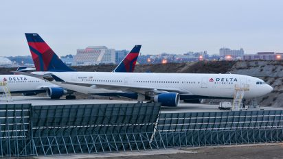 N860NW - Delta Air Lines Airbus A330-200