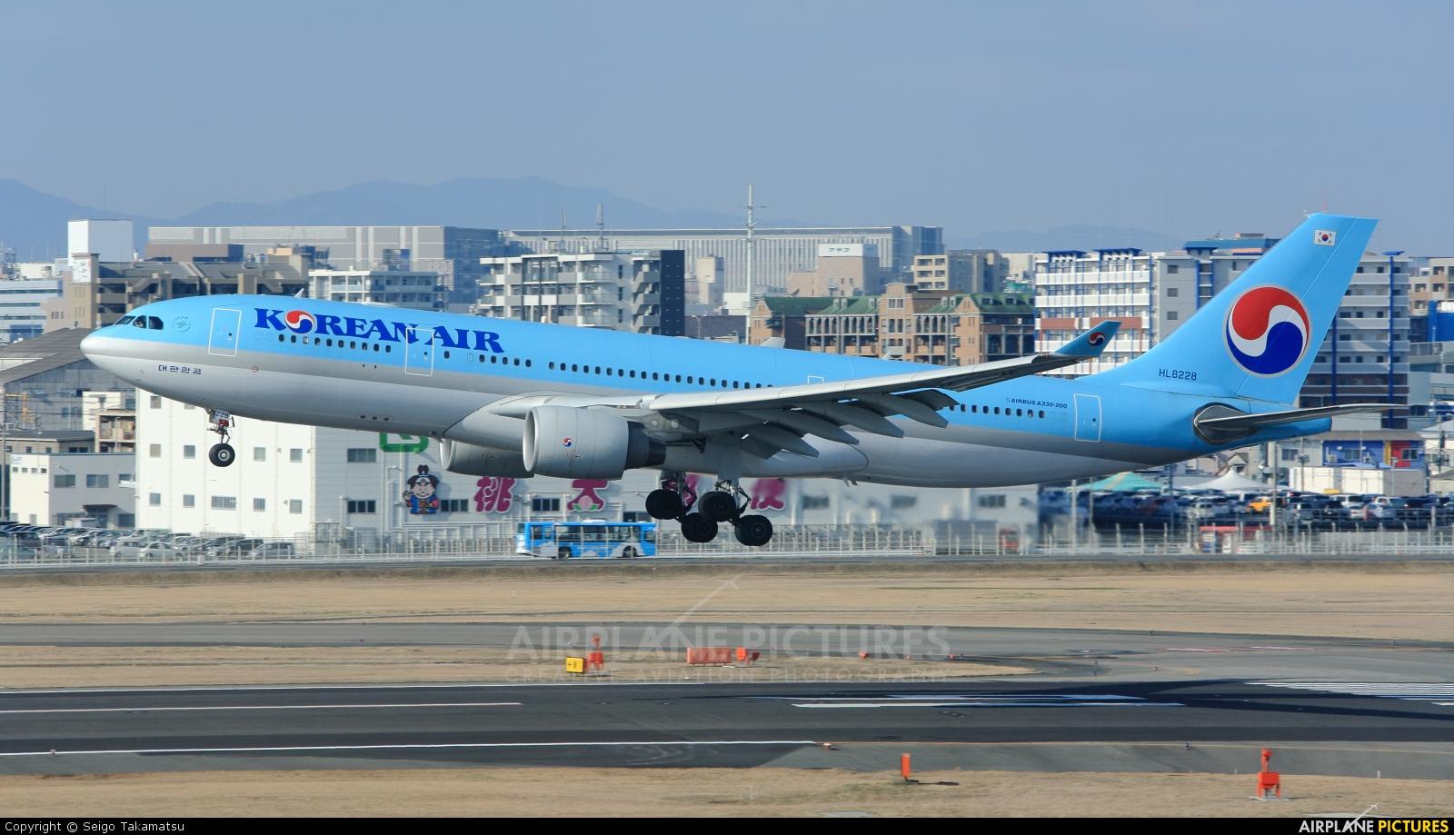 Korean Air HL8228 aircraft at Fukuoka
