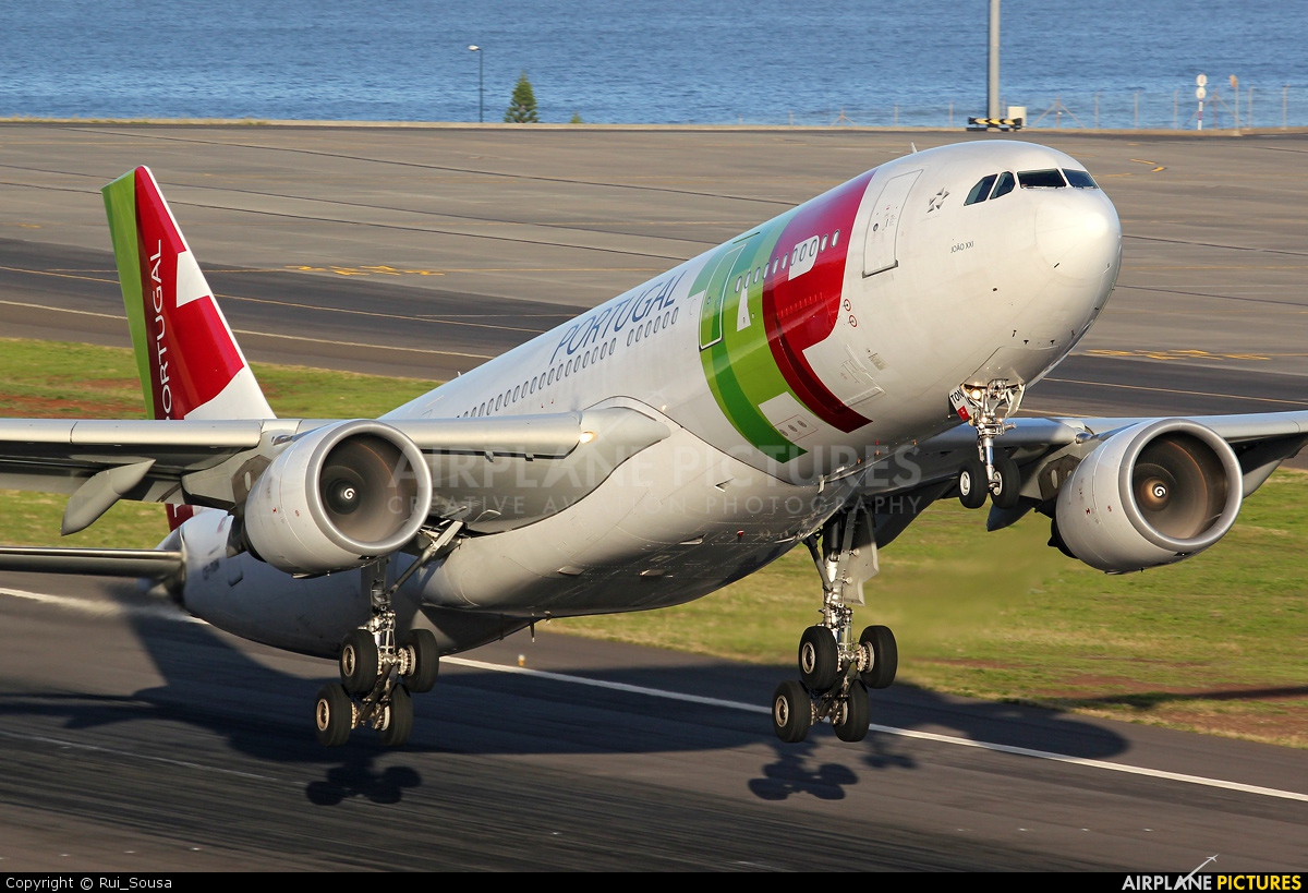 TAP Portugal CS-TON aircraft at Madeira
