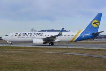 UR-PSB - Ukraine International Airlines Boeing 737-800