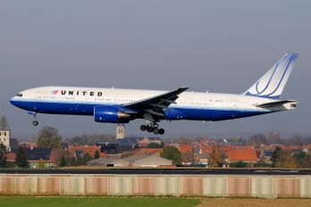 N772UA - United Airlines Boeing 777-200