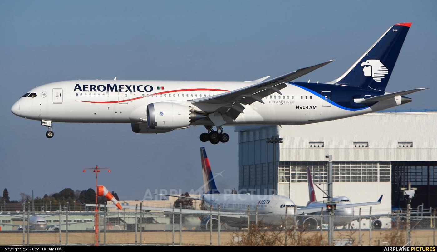 N964am aeromexico boeing 787 8 dreamliner at tokyo for Interior 787 aeromexico