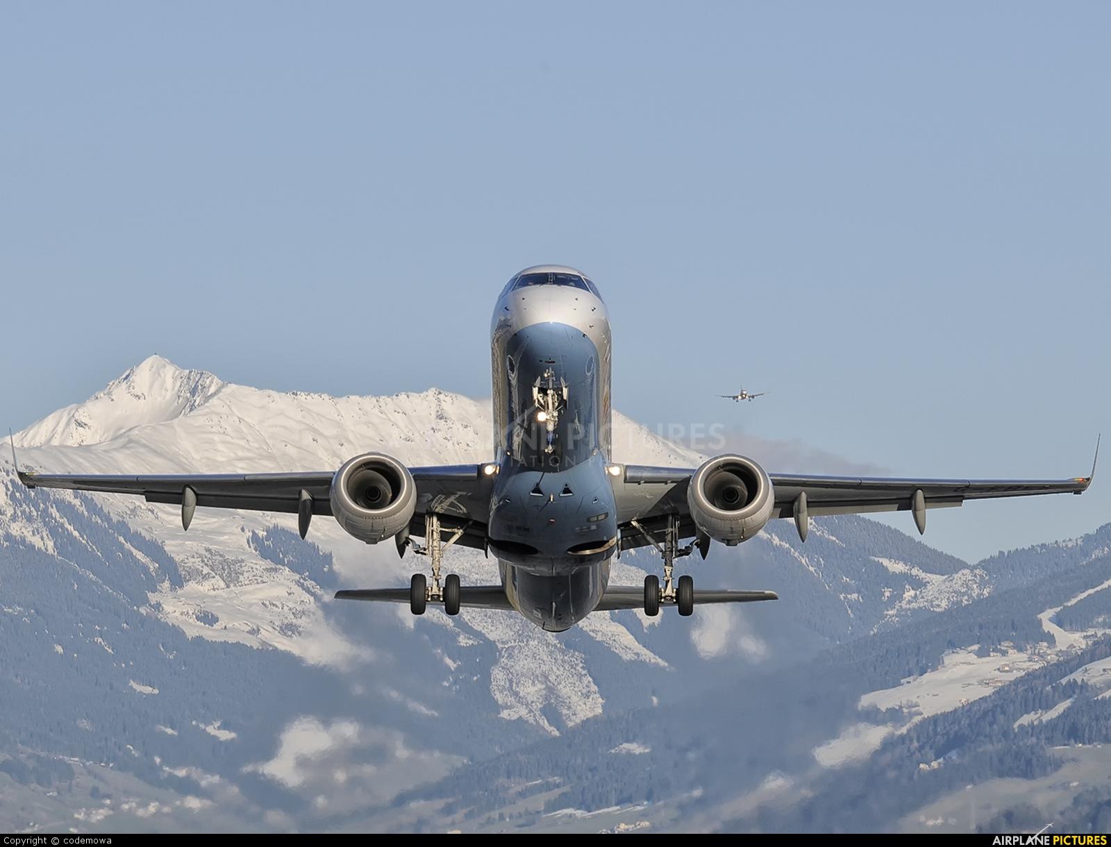 Flybe G-FBEE aircraft at Innsbruck