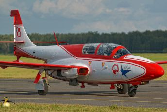 2004 - Poland - Air Force: White & Red Iskras PZL TS-11 Iskra