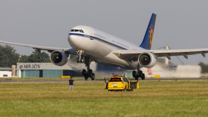 CS-TMT - Belgium - Air Force Airbus A330-300