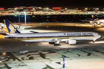 9V-SYI - Singapore Airlines Boeing 777-300