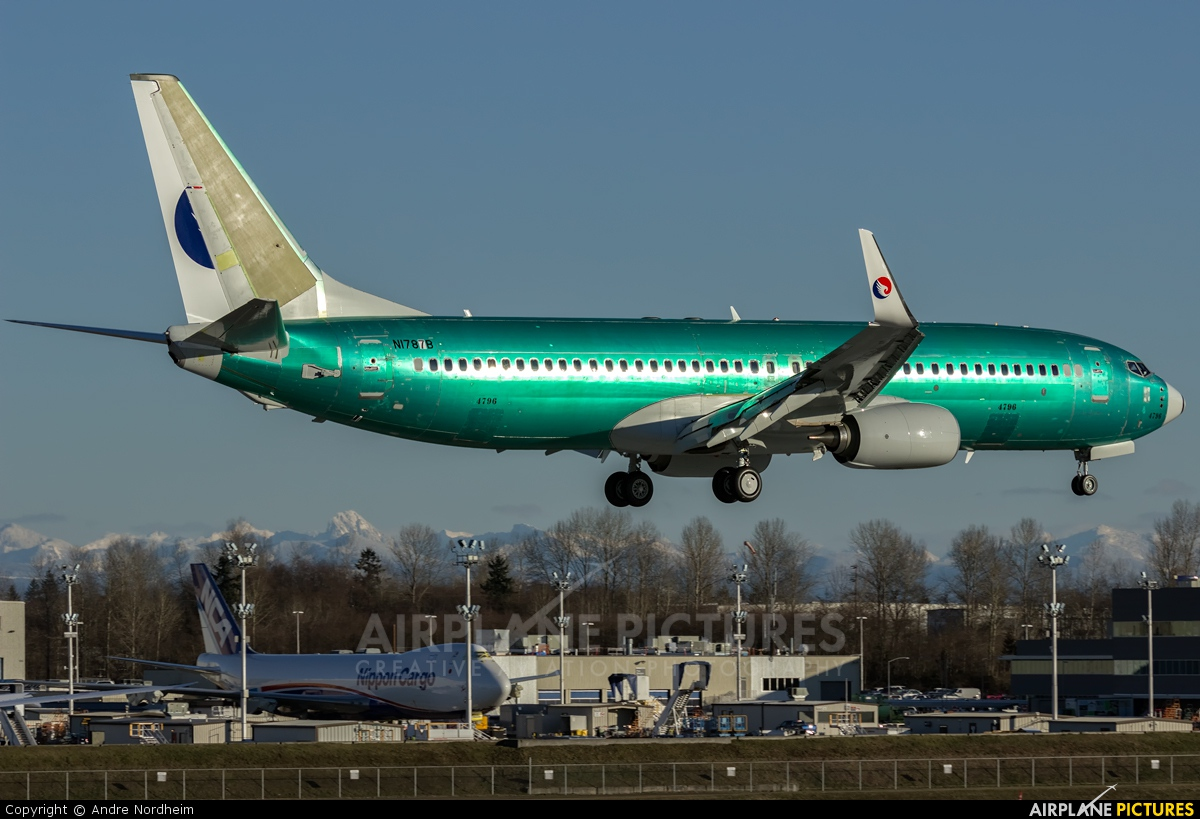 Hebei Airlines N1787B aircraft at Everett - Snohomish County / Paine Field