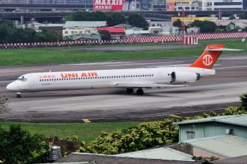 B-17919 - Uni Air McDonnell Douglas MD-90