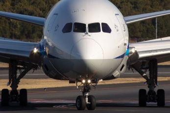 JA814A - ANA - All Nippon Airways Boeing 787-8 Dreamliner