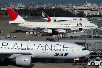 JA8183 - JAL - Japan Airlines Boeing 747-300