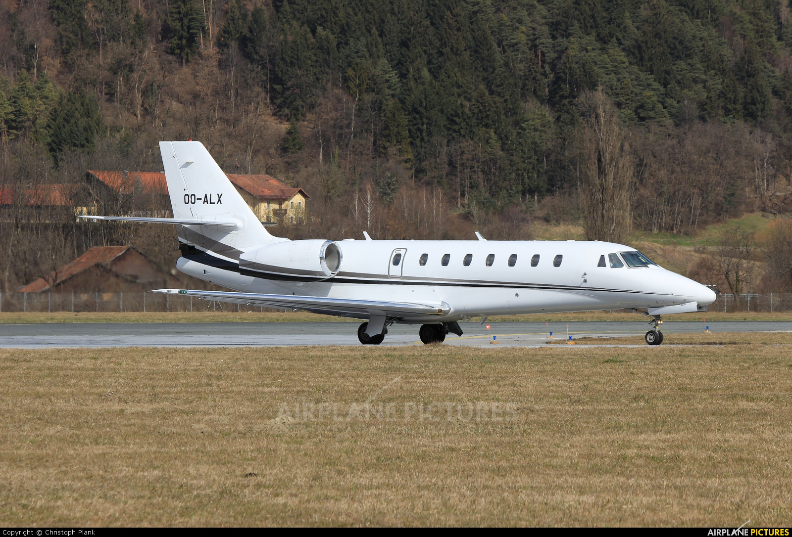 Flying Group OO-ALX aircraft at Innsbruck