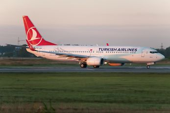 TC-JHP - Turkish Airlines Boeing 737-800