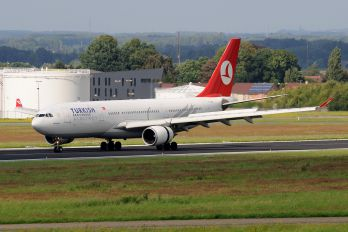 TC-JNG - Turkish Airlines Airbus A330-200