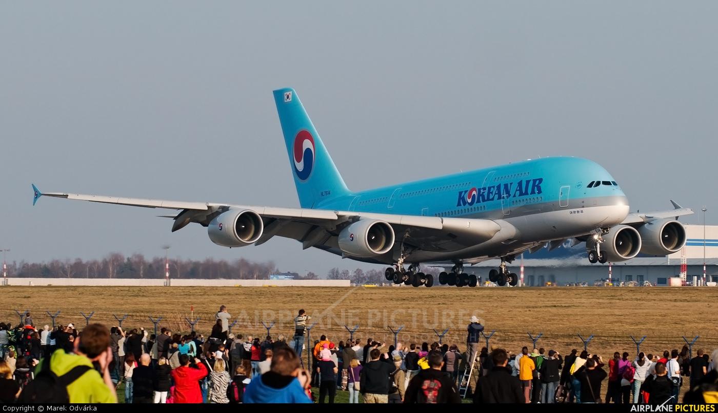 Korean Air HL7614 aircraft at Prague - Václav Havel