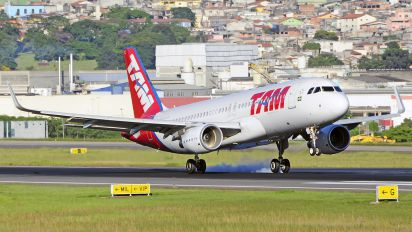 PR-TYC - TAM Airbus A320