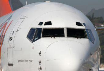 PR-VBW - GOL Transportes Aéreos  Boeing 737-700