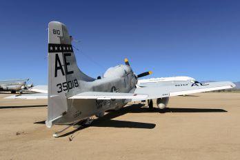 135018 - USA - Navy Douglas EA-1E Skyraider